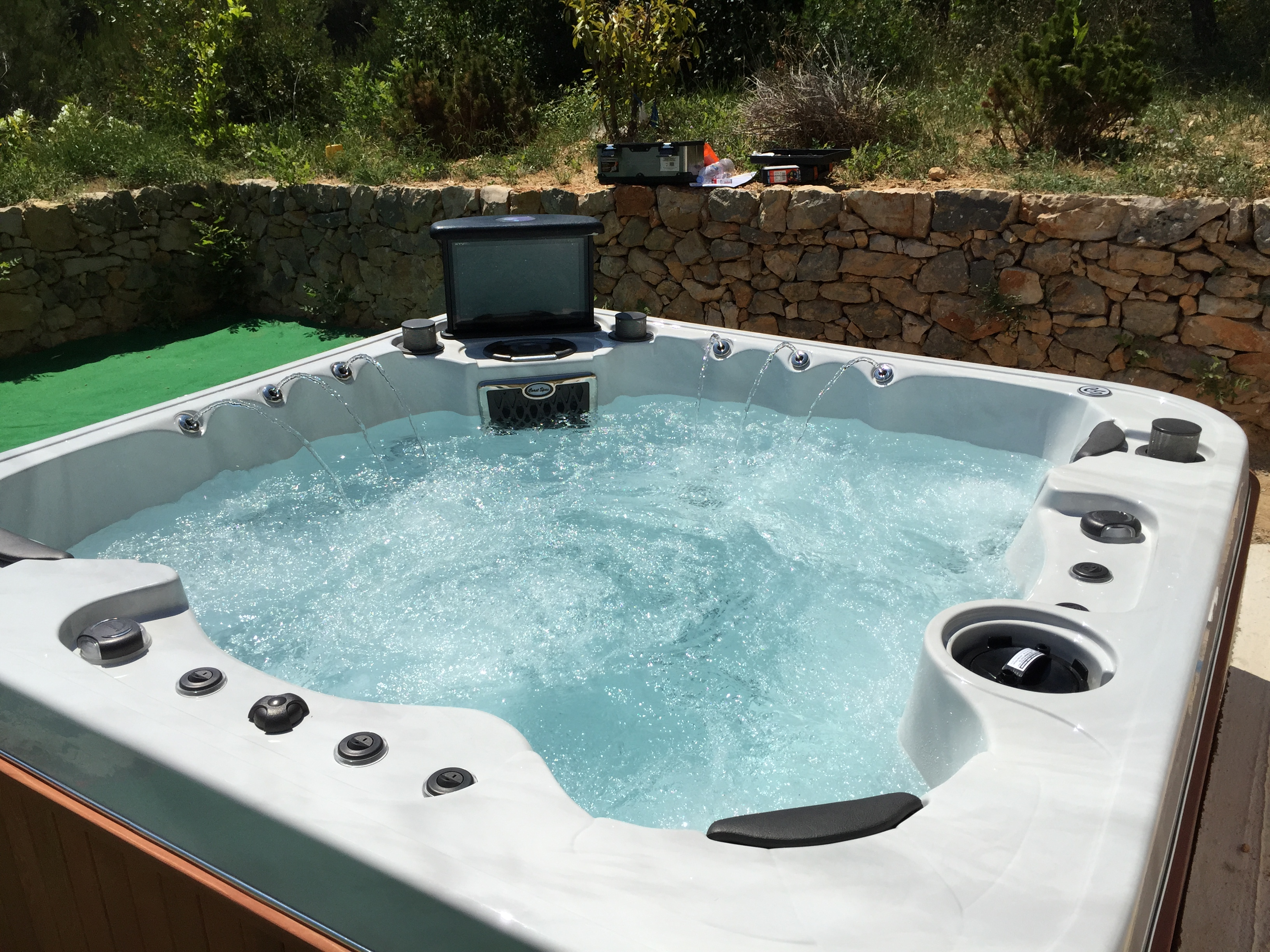 installateur spa entreprise installation spa sani spa. Black Bedroom Furniture Sets. Home Design Ideas